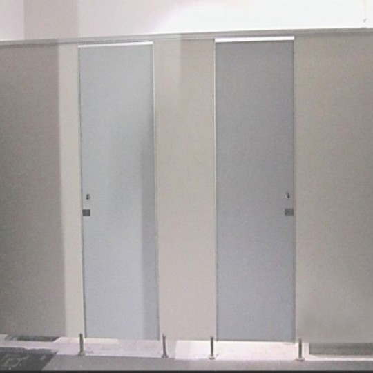 PHENOLIC CUBICLE TOILET - APLIKATOR SURABAYA