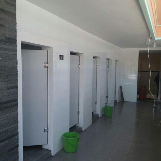 Pengerjaan Lanjutan Toilet Cubicle Selecta