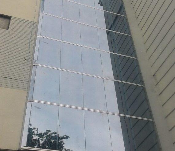 Pemasangan Curtainwall Jl Tunjungan Surabaya