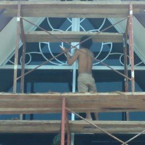 Proyek pemasangan 4 set kaca plus ACP komplek dinas di kab pasuruan