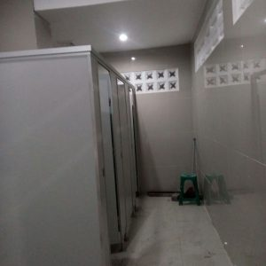 Toilet Cubicle Penolicresin di Stasiun KA Pasar Turi