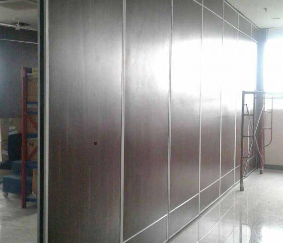 Proyek Pemasangan Pintu Lipat Semi Peredam