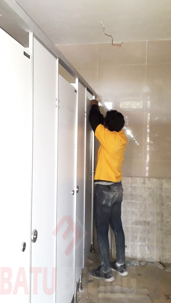 Phenolicresin Import Sebagai Bahan Utama Cubicle Toilet